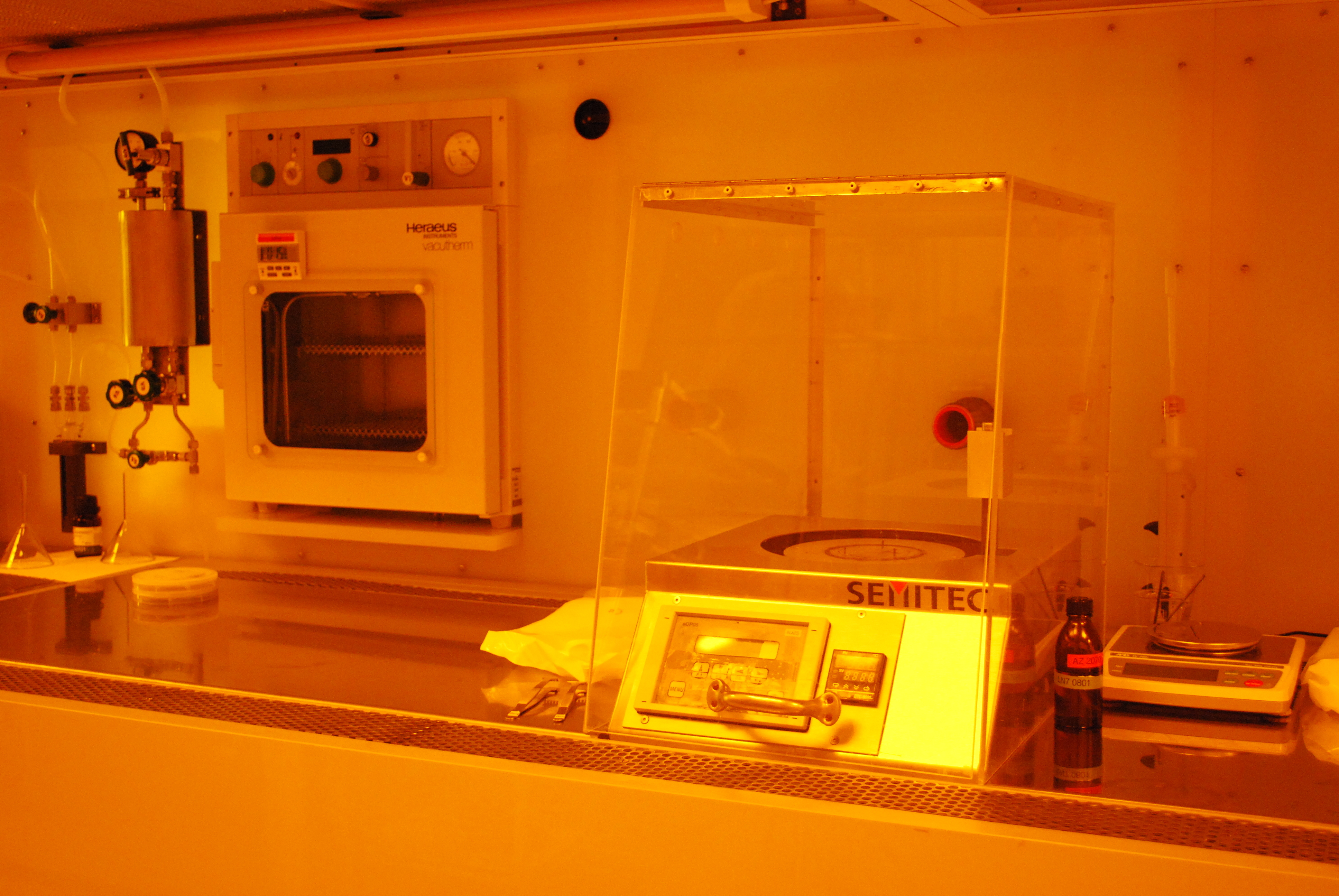 Oven and photoresist spin coater